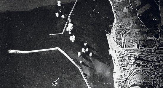 Imatge bombardeig del port de Dénia. Font. El País Valencià  sota les bombes