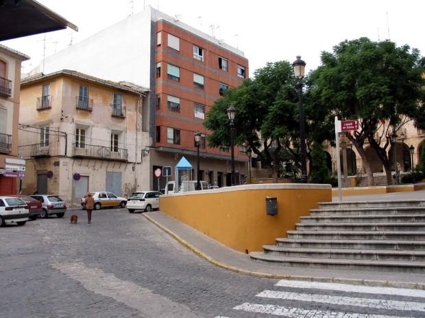 (Fig. 5. Voreres, empedrament de la calçada i escalinata de pedra.)