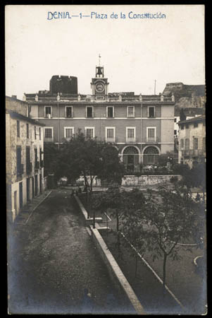 (Fig. 2. Postal. La Industrial Fotográfica. C. 1910)