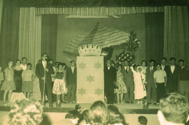 Actuació del grup denier Ronda de la Marina l'any 1961.
