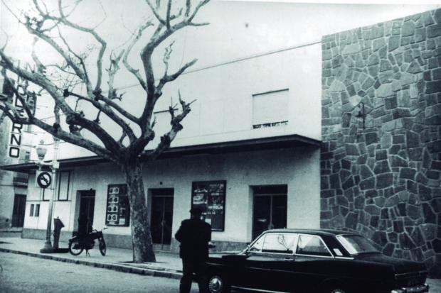 Façana i cartelleres del Salón Moderno l'any 1970 (Arxiu Municipal de Dénia).